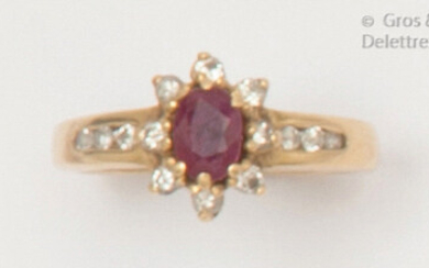 """Flower"""" ring in yellow gold, adorned with an oval ruby in a surround and shouldered with brilliant-cut diamonds. Finger size: 51. P. Rough: 3.3g."""