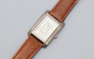 LIP, Steel watchband, rectangular dial 2.5 / 3 cm, cream background, Roman numerals, quartz movement, weight: 28.1gr. gross.