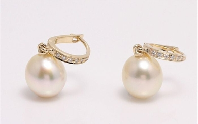 South Sea pearl earrings in14k gold with diamonds 0.09ct