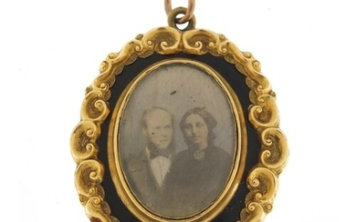 Victorian 9ct gold and black enamel mourning pendant, (tests...