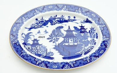 A ROYAL WORCESTER BLUE AND WHITE WILLOW PATTERN OVAL PLATE, 26.5 CM WIDE, LEONARD JOEL LOCAL DELIVERY SIZE: SMALL