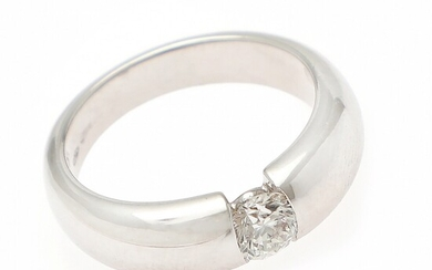 A diamond solitaire ring set with a diamond weighing app. 0.50 ct., mounted in 18k white gold. River/P. Size 54.