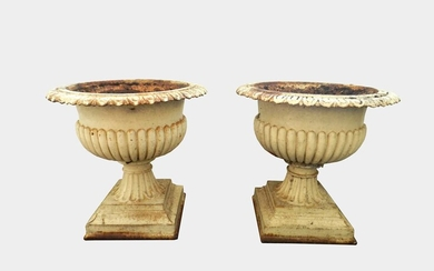 A pair of cast iron garden urns, 19th/20th century