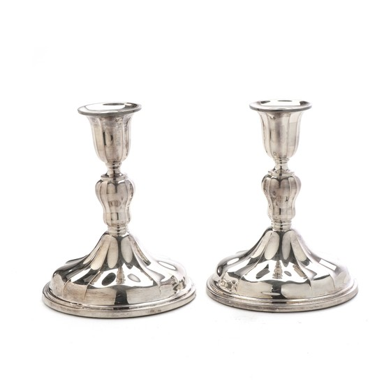 A pair of fluted silver candlesticks. Filled. H. 16 cm. (2)