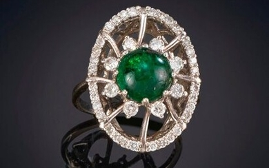 BEAUTIFUL EMERALD AND BRIGHTNESS RING OF ORIGINAL DESIGN on a frame of 18K white gold. Price: 645,00 Euros. (107.319 Ptas.)