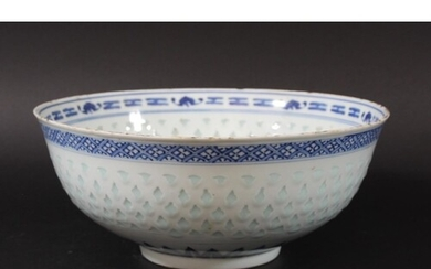 CHINESE BLUE AND WHITE RICE PATTERN BOWL, 19th century, a ce...