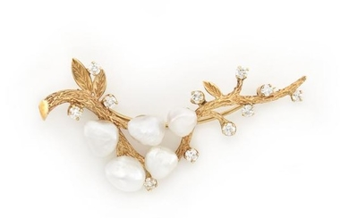 Gold, Freshwater Pearl and Diamond Pin