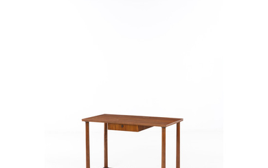 Italian production (XX) Desk Wood and brass Creation date: circa 1940 H 75×L 109×P 55 cm
