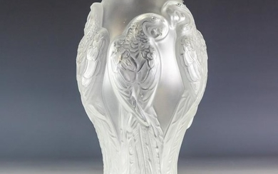 LALIQUE Parrot Decorated Frosted Crystal Ara Vase