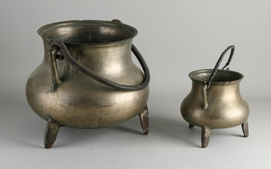 Two 18th - 19th century bronze cooking pots.&#160