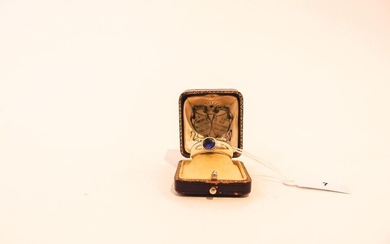 18 karat gold ring set with a Ceylon sapphire, with case, t. 59, 10 g approx.