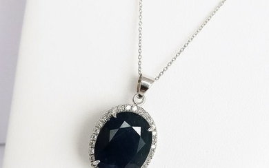18 kt. White gold - Necklace with pendant - 21.84 ct Sapphire - Diamonds