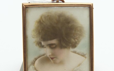 A HAND COLOURED PHOTOGRAPH IN 9CT GOLD HARDY BROS FRAME, CIRCA 1930S, 6.5 X 5 CM, LEONARD JOEL LOCAL DELIVERY SIZE: SMALL