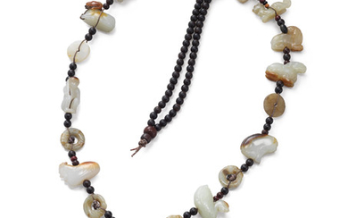A JADE ANIMAL NECKLACE, QING DYNASTY (1644-1911)