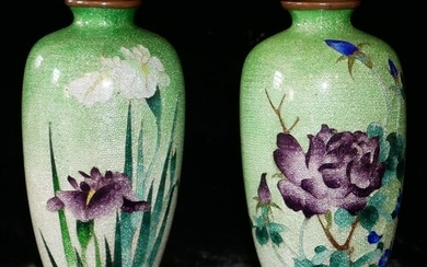 A PAIR OF JAPANESE MEIJI JINBARI VASES, baluster form with e...