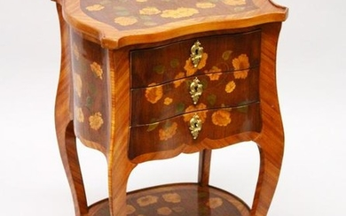 A SMALL 19TH CENTURY FRENCH KINGWOOD AND MARQUETRY