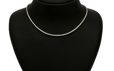 A diamond necklace set with numerous brilliant-cut diamonds weighing a total of app. 5.52 ct., mounted in 18k white gold. F-G/VS-SI. L. app. 42 cm.