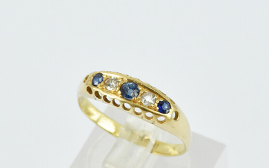 AN ANTIQUE STYLE SAPPHIRE AND DIAMOND RING