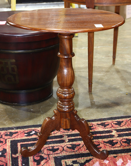 American federal style mahogany candlestand