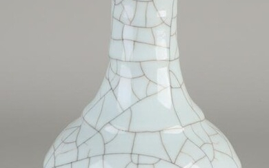Chinese porcelain Queng Lung vase with white crackle