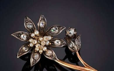ELEGANT ANTIQUE FLOWER-SHAPED BROOCH WITH DIAMONDS AND PEARLS. On a silver and 18K yellow gold frame. Price: 750,00 Euros. (124.790 Ptas.)