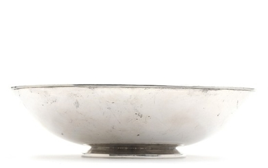 Evald Nielsen: A sterling silver centerpiece with stylized floral ornamentation to border, on profiled base. Weight app. 610 gr. H. 7. Diam. 26 cm.