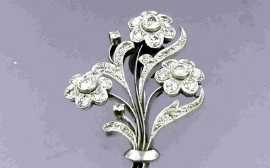 Flower brooche with diamonds and pearls