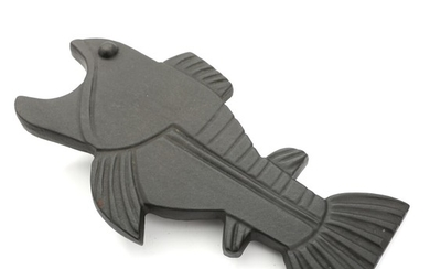 Gunnar Westman: A cast iron bootjack in the shape of a fish. Unsigned. Manufactured by Morsø Jernstøberi. H. 8. L. 40 cm.