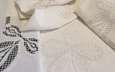 Old pure linen bedding set with lace and sheaths by hand. S XIX. - Three beautifully embroidered pieces. - Second half 19th century