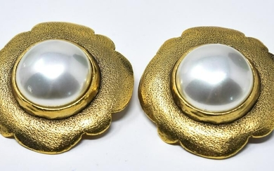 Pair Chanel C 1988 Large Mabe Pearl Clip Earrings