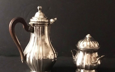 Pourers and sugar bowl covered with different models of assorted models with silver 950 °/°°° ribbed Risler and Square goldsmith, engraved with crowned coat of arms, Gross weight: 929g