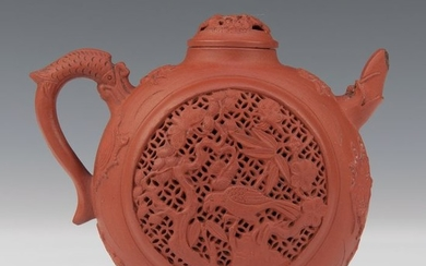 Teapot (1) - Yixing - red clay - birds and flowers, three-legged frog, and crab - China - Kangxi (1662-1722)