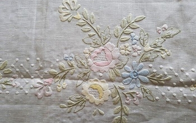 Very rich 100% pure linen bedspread with floral embroidery in full stitch by hand - Linen - 21st century