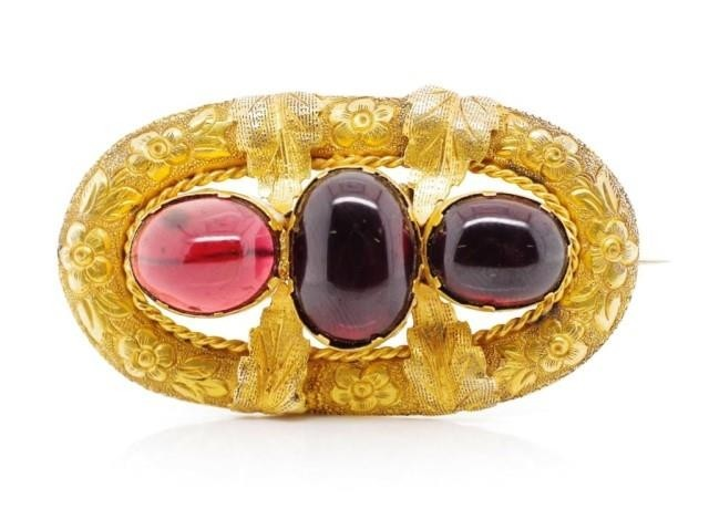 Victorian garnet and yellow gold brooch with repousse flower...