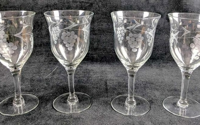 Vintage Style Etched Glass Wine Glasses With Grapes