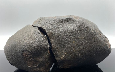 XXL MUSEUM !! NWA type H Chondrite Meteorite With Fusion crust and broken into 2 pieces by impact !! - 3.28 kg - (2)