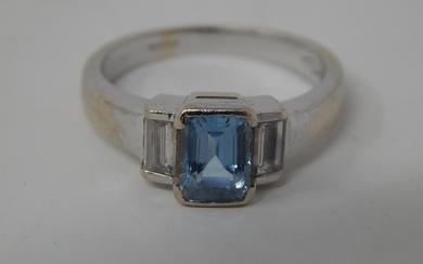 18ct white gold aquamarine and diamond ring, central rectang...