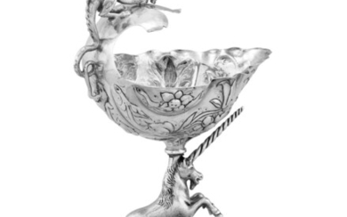 A German silver cup resting on a unicorn, probably David Kugelmann, Bad Kissingen, circa 1880 | Coupe en argent reposant sur une licorne, probablement Hanau, vers 1880