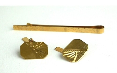 A PAIR OF 9CT GOLD CUFFLINKS Along with a tiepin, boxed.