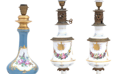 A PAIR OF FRENCH 19TH CENTURY PORCELAIN AND BRONZE MOUNTED TABLE LAMPS