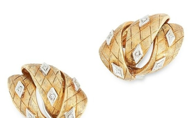 A PAIR OF VINTAGE DIAMOND CLIP EARRINGS in yellow gold