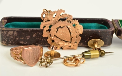 A SELECTION OF JEWELLERY, to include an early 20th century 9...
