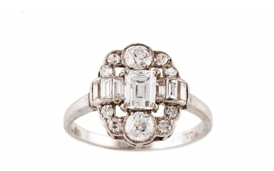 AN ANTIQUE DIAMOND CLUSTER RING, set with circular and bague...