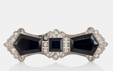 An 18K gold brooch set with step-cut sapphires with a total weight of ca 40.00 cts