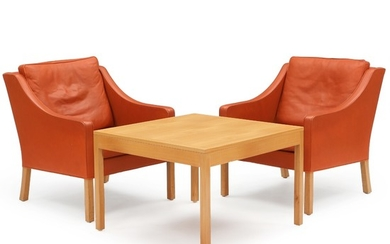 Børge Mogensen: A pair of easy chairs with oak legs and square coffee table of elm. Manufactured by Fredericia Stolefabrik. (3)