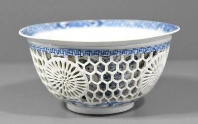 Double-walled openwork bowl in Chinese porcelain ht 7,5,...
