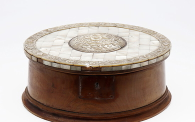 English-Chinese wood and mother of pearl box, 19th Century.
