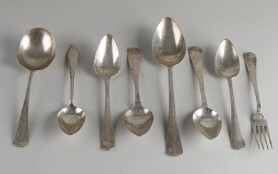 Lot with 8 silver cutlery parts, 7 parts, 833/000, with 4 spoons, a fork, a vegetable spoon and a potato spoon and a spoon, 925/000, with engraving, in various models: Hollands smooth, point fillet and Haags Lofje.MT .: ao JM van Kempen, Voorschoten...