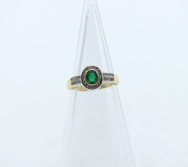 Ring in 18 ct yellow and white gold set with 32 diamonds size 8/8 +/- 0.32 ct and 1 emerald - 3 g (Size: 52)