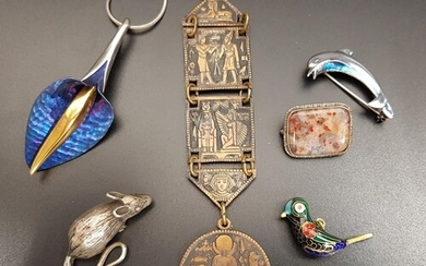SELECTION OF SILVER AND OTHER JEWELLERY including a silver d...